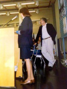 Mitt avskedstal vid kongressen 1989. Claes lyssnar.