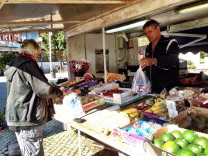 Grönsakshandlaren på Årsta torg fick besök.