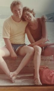 Rasmus och mamma Lena under en semester på Kreta.