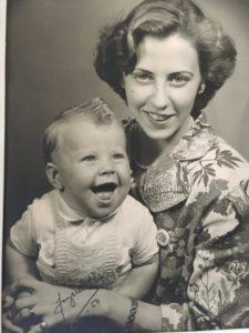 Dick tillsammans med mamma Birgitta.