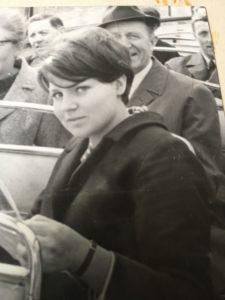 En ung Kristina innan hon valt inriktning i livet.