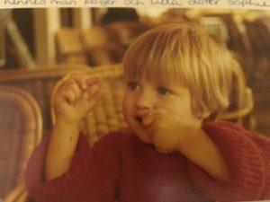 Lilla Sophie, två år. Bilden togs när min man Patrick och jag var och hälsade på i Bryssel.