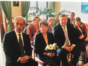 Yves och Kristina gifter sig. Hennes bror Peter och hans fru Helena närmast till höger.